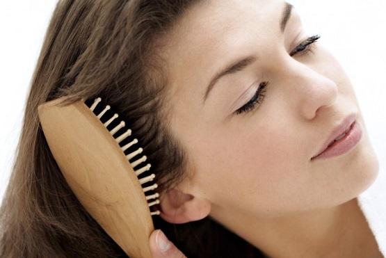 массаж головы от выпадения волос, массаж щеткой